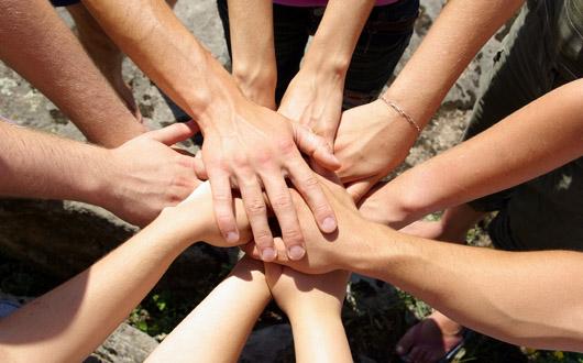 tineri-implicati-in-actiuni-de-voluntariat